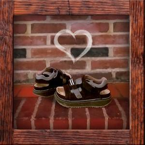 Art platform sandals